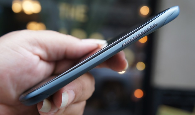 HTC chooses thin phones over good battery life.