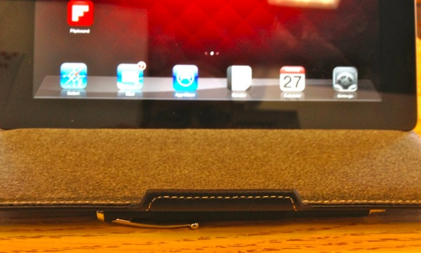 Targus Vuscape Stylus Loop makes using the case as a stand awkward