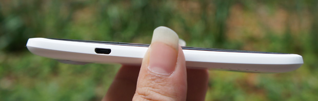 HTC One X left edge