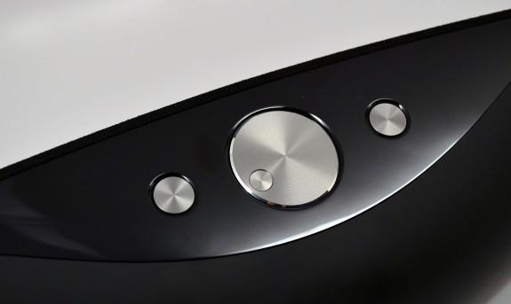 Logitech UE Air Speaker Review - controls