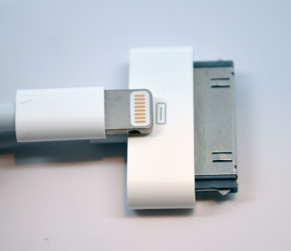Lighting Connector vs. 30 Pin Dock Connector - Size comparison