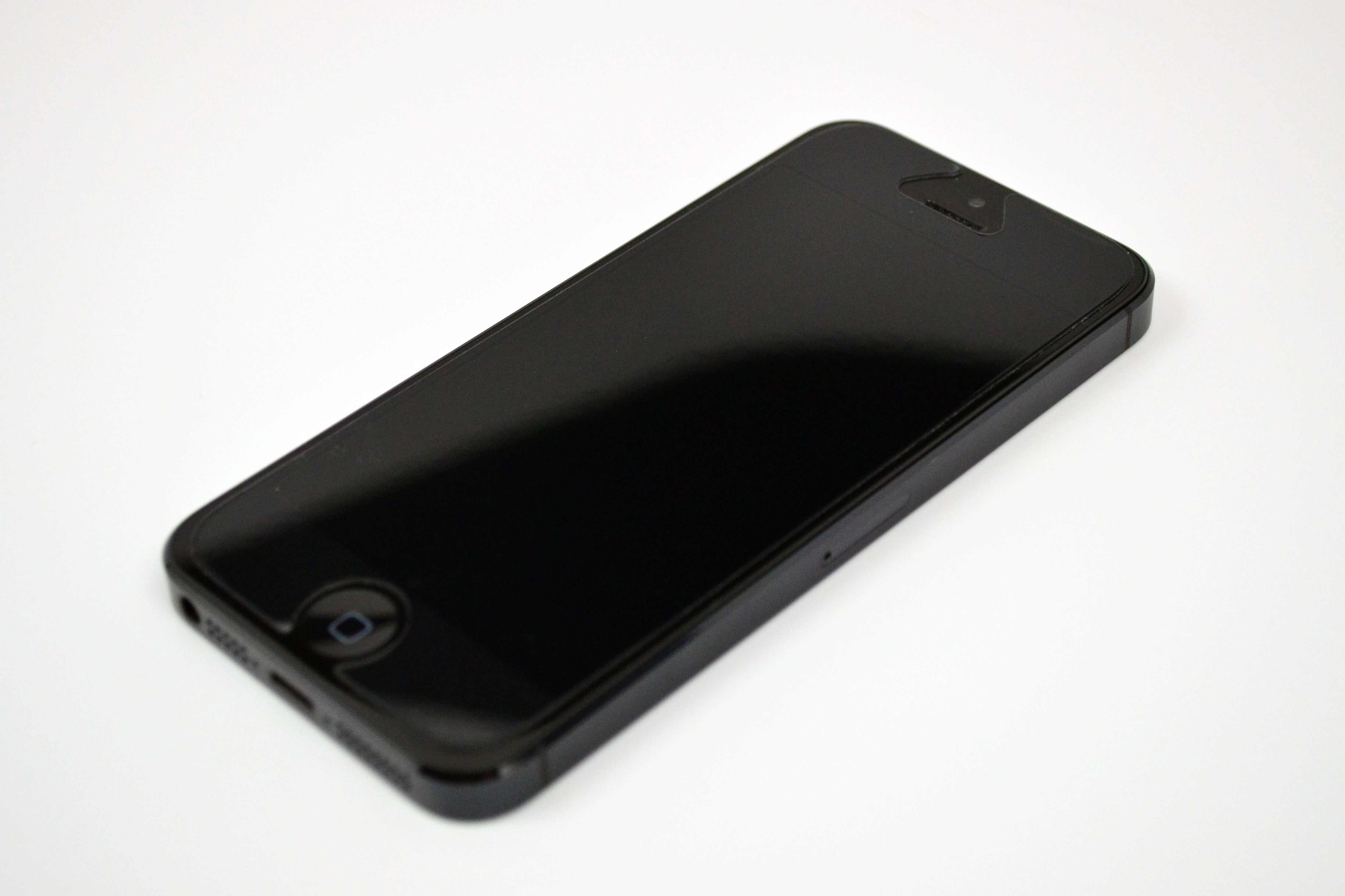 ZAGG InvisibleSHIELD Extreme iPhone 5 Screen Protector Review - 1
