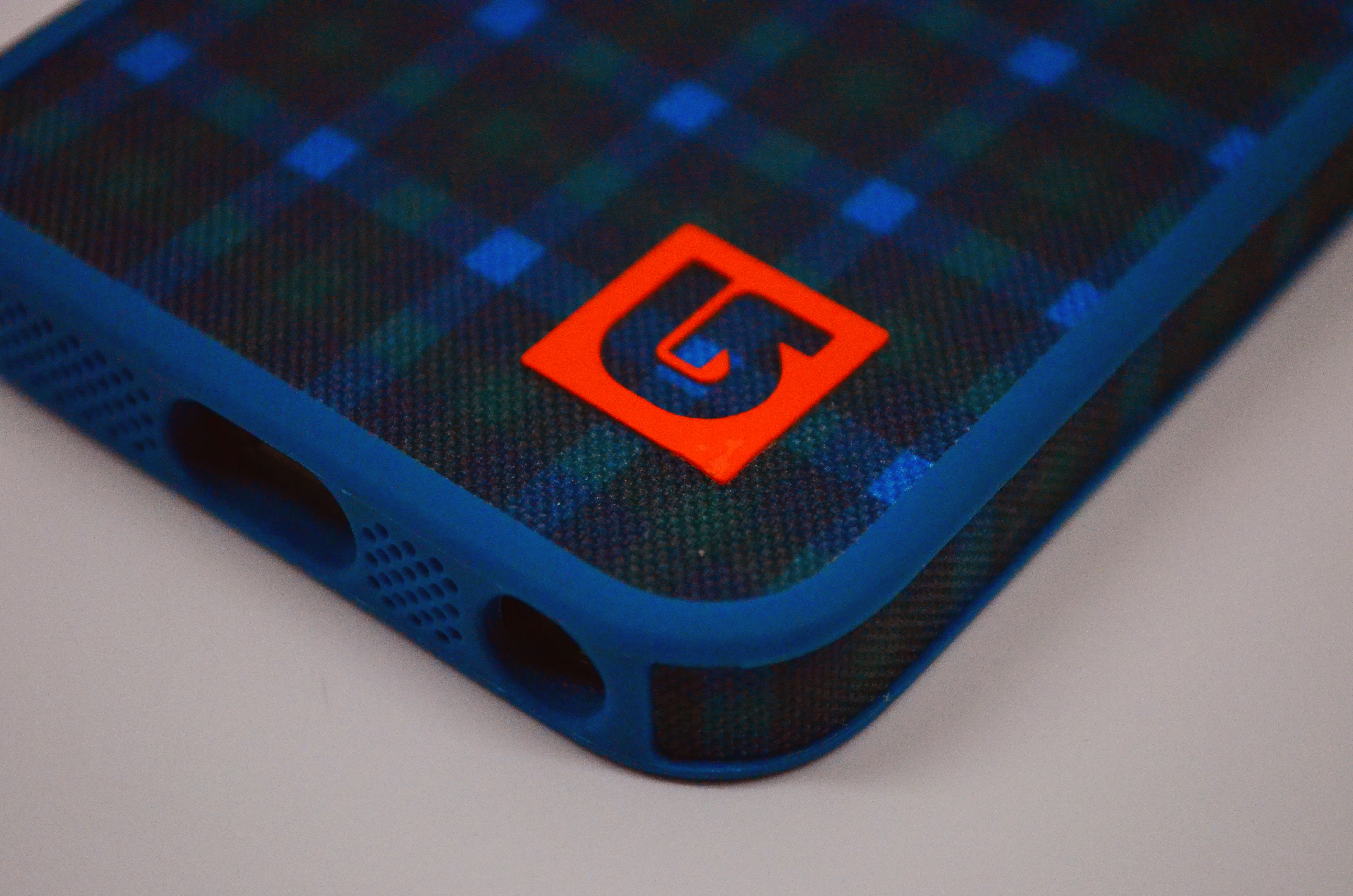 Speck FabShell Burton iPhone 5 Case Review - 4