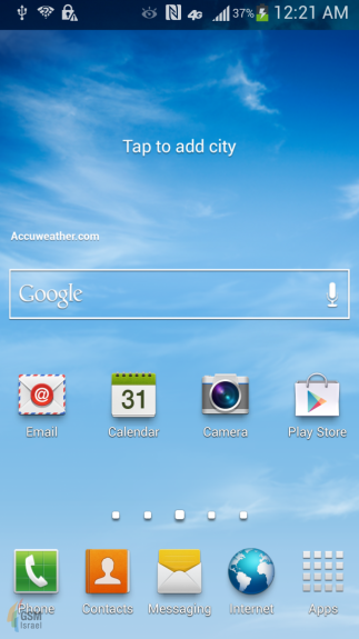 The new Touchwiz home screen on a Galaxy S4, with an AT&T 4G logo.