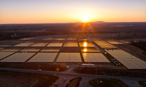 A giant solar array provides 100 percent of the power to Apple's Maiden, N.C. data center