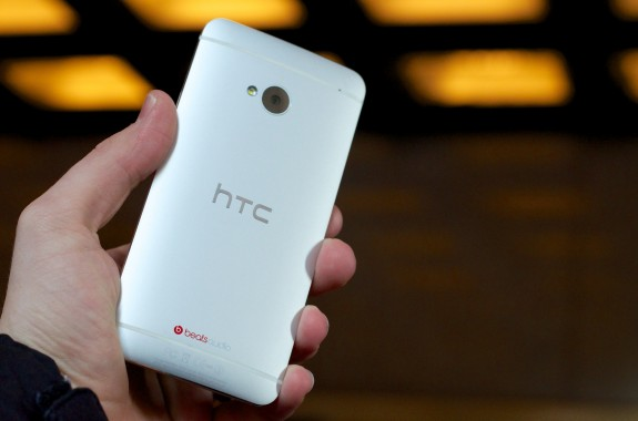 The HTC One crashed the Samsung Galaxy S4 launch event.