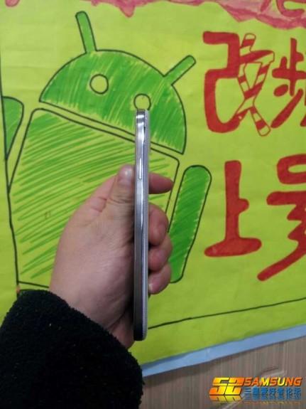 Samsung Galaxy S4 Photos - Side Design