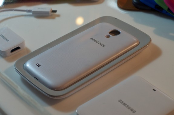 The Galaxy S4 features wireless charging. The Galaxy Note 2 does not.