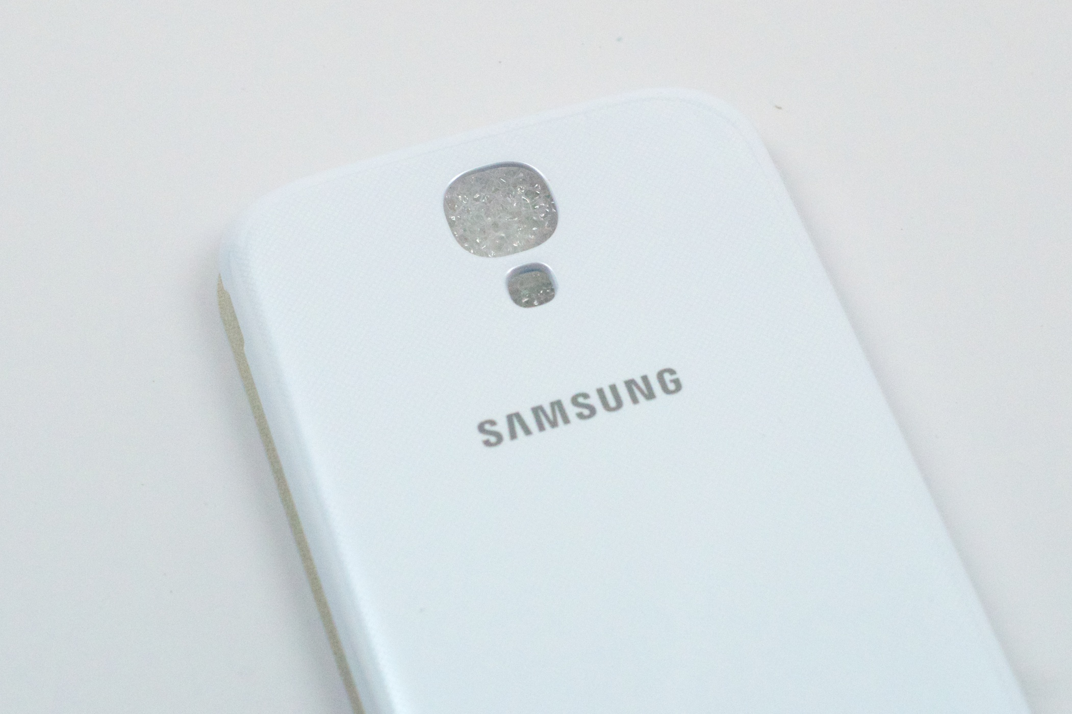 Samsung galaxy s4 flip cover hands on video the att galaxy s4 has begun to ship to those who pre ordered ccuart Gallery