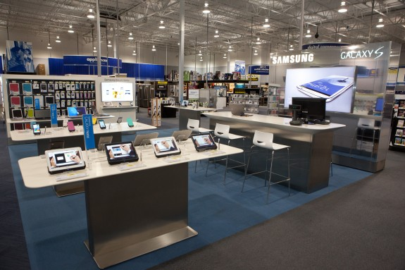 A quick look a the Samsung Experience Stores opening in time for the Samsung Galaxy S4 release.