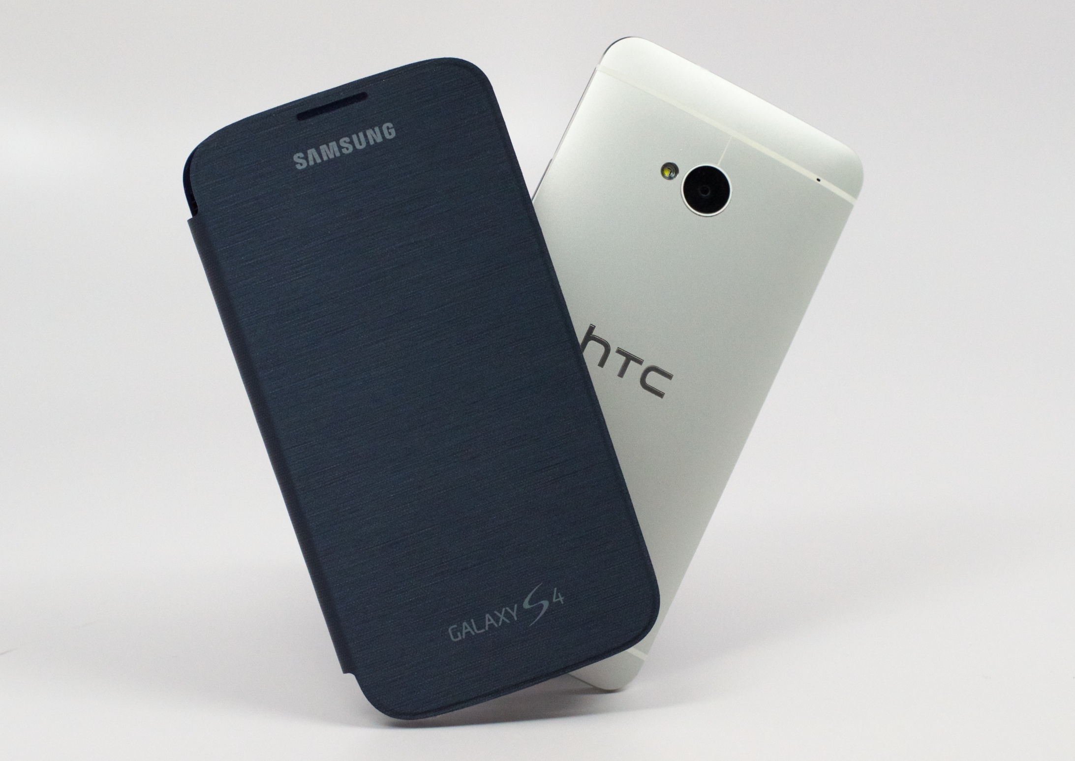The Samsung Galaxy S4 shipments are set to outpace the HTC One by 5 to 1 in May.