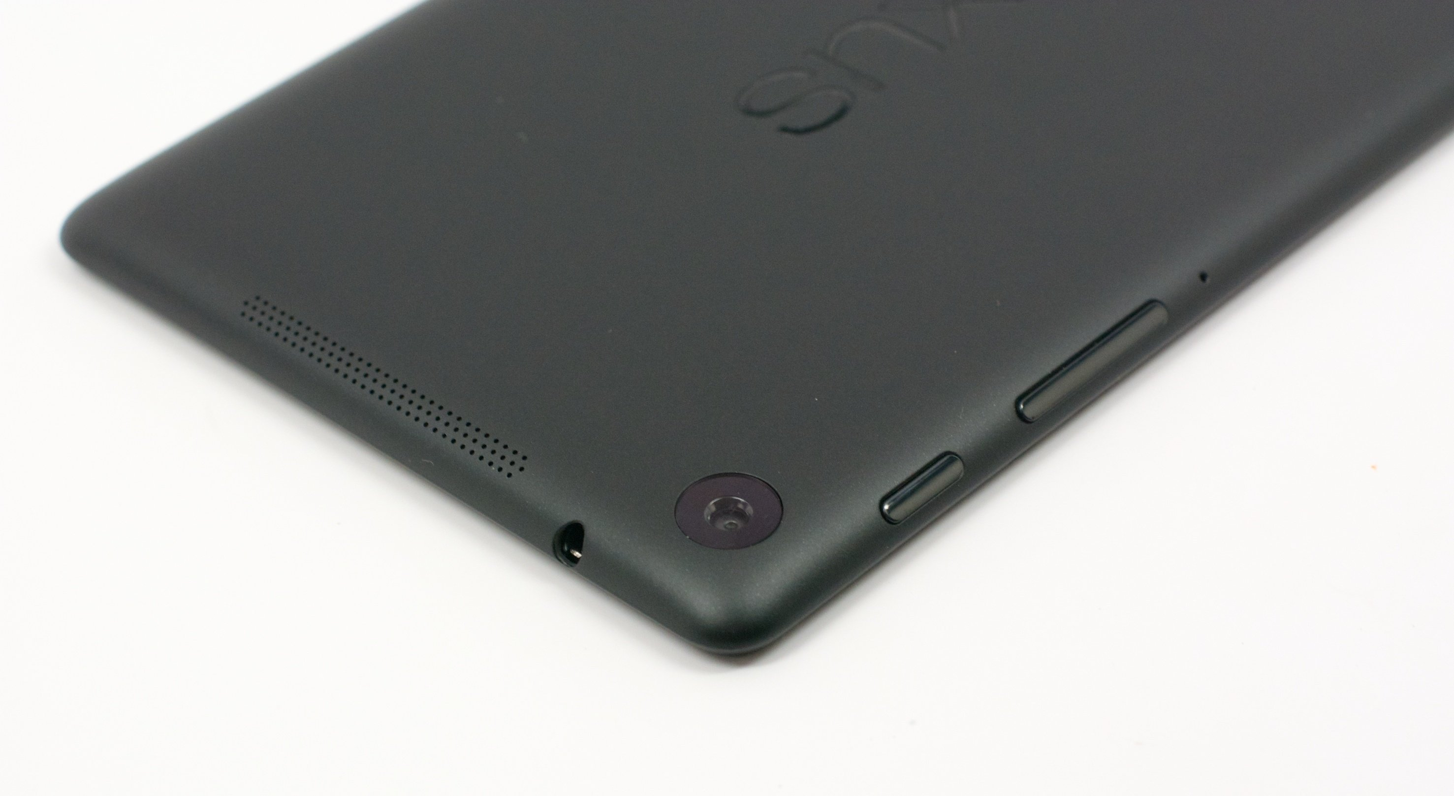 The new Nexus 7 comes with a 5MP camera on the back.