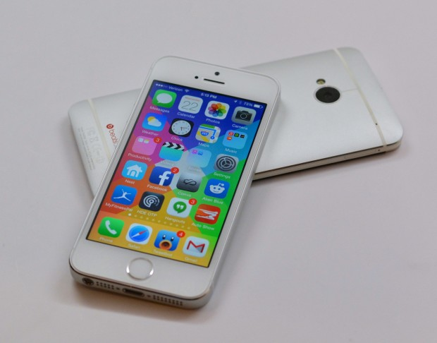 Should I Buy the HTC One or the iPhone 5s? This is a common question.