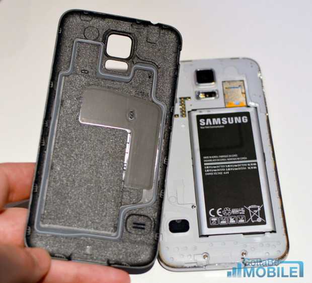 This small seal is part of a water-resistant Galaxy S5 design.