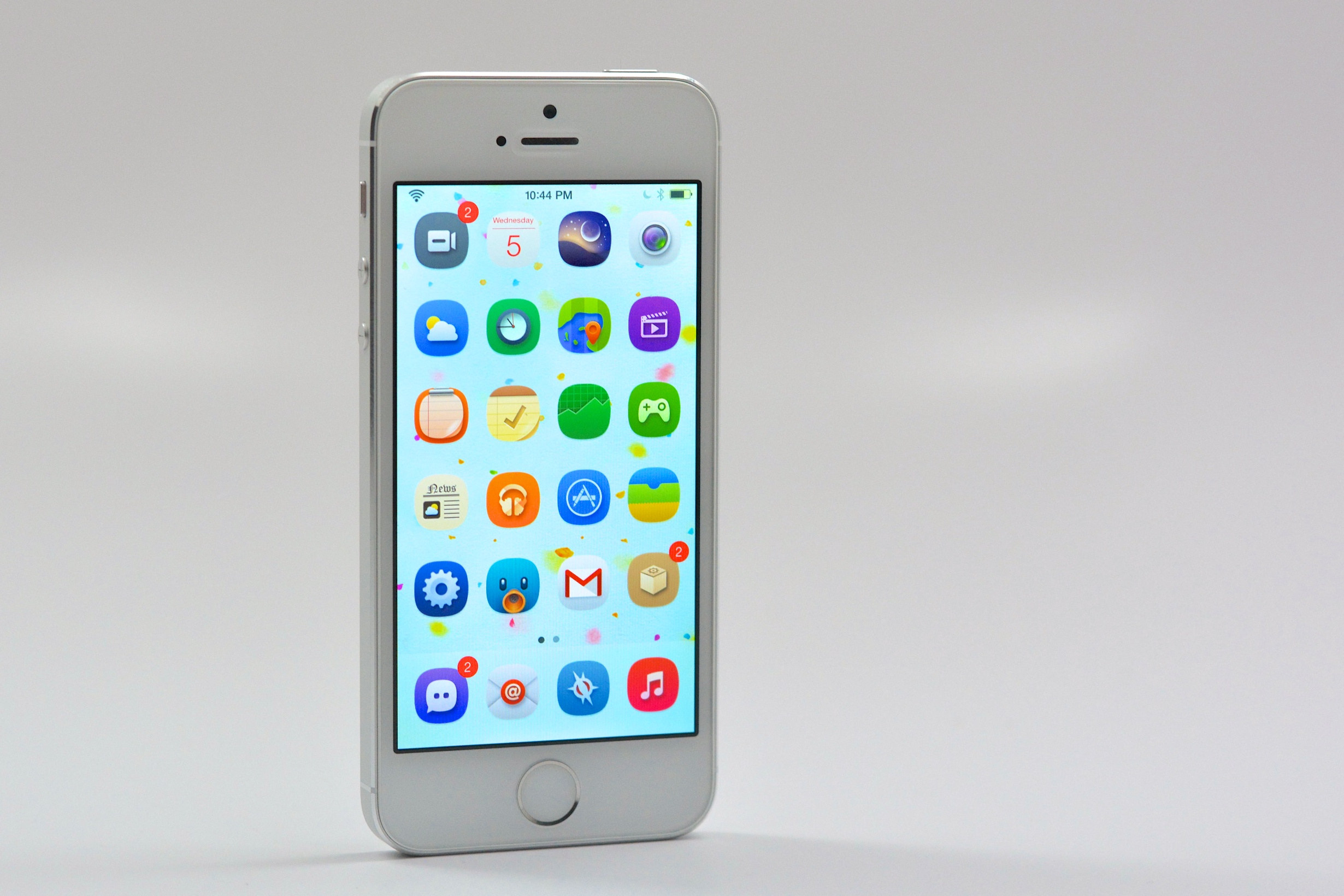 Users need to jailbreak for iOS customization options.