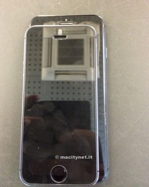 This photo shows an iPhone 6 dummy unit behind an iPhone 5s, with a difference in size.