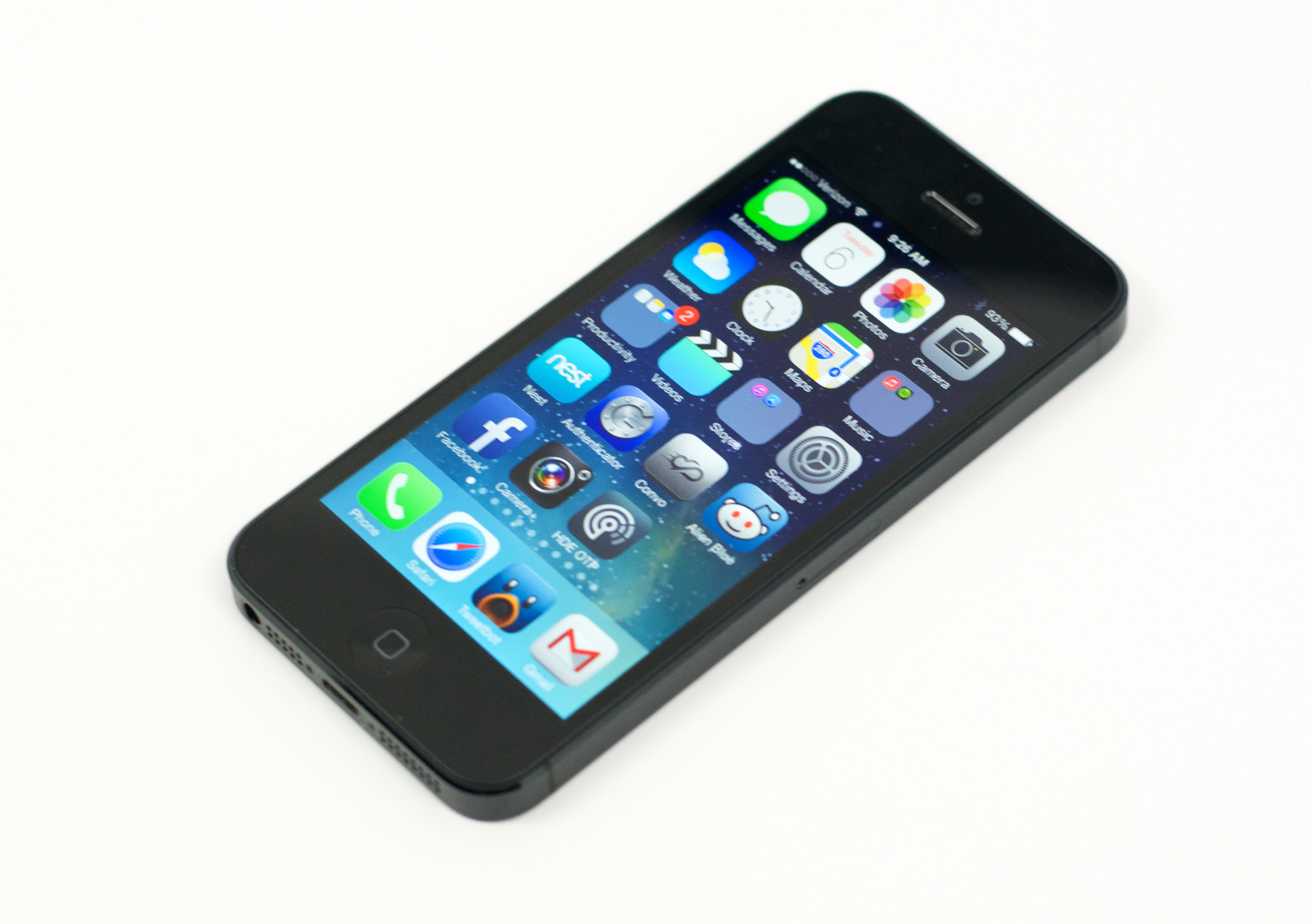 iphone 6 vs iphone 5 5 things buyers need to know. Black Bedroom Furniture Sets. Home Design Ideas