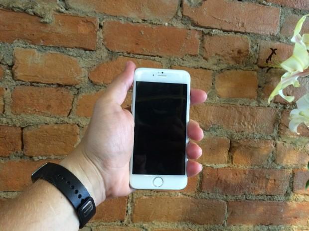 5.5-inch iPhone 6 mockup.