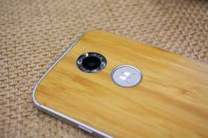 The new Moto X features a dual LED ring flash.