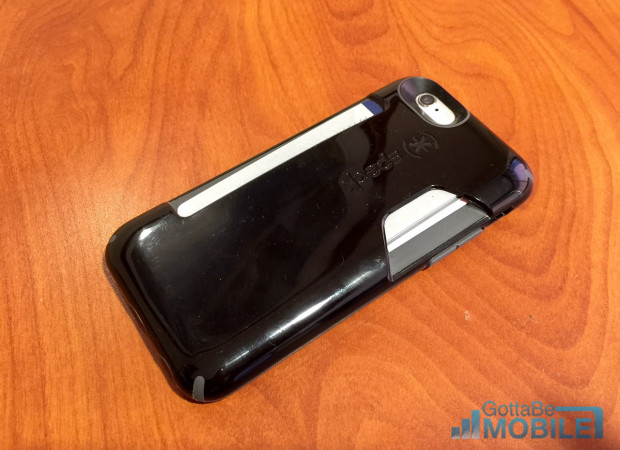 The glossy back shows fingerprints and scuffs easily.