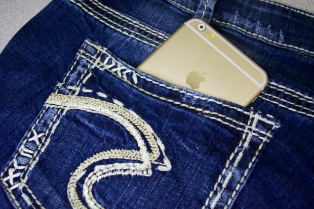 Does the iPhone 6 Plus fit in a pocket?