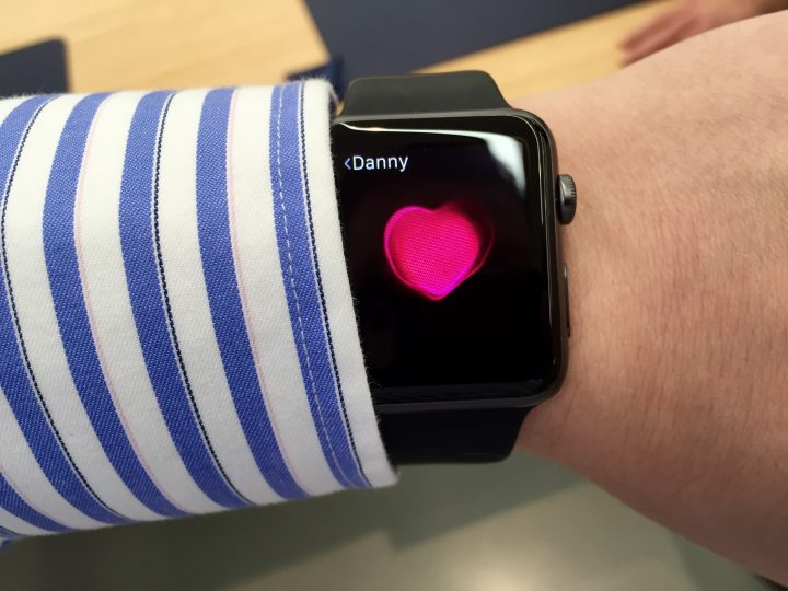 Set up your contacts so you can quickly send Apple Watch messages to them.