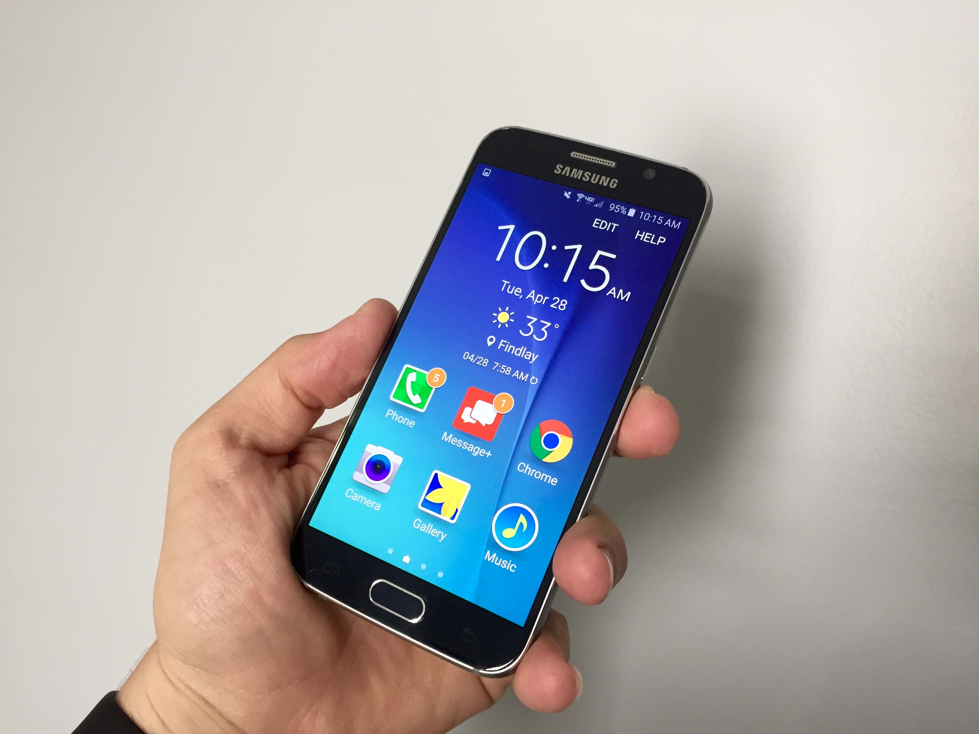Learn how to use the Galaxy S6 Easy Mode for larger icons, simpler options and easier use.