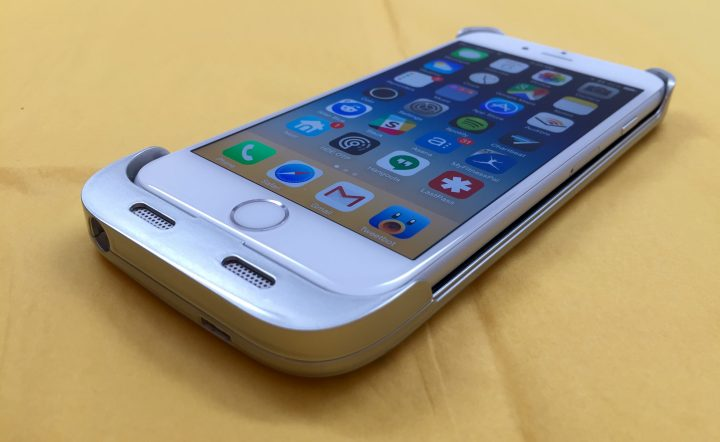 The design leaves the iPhone 6 sides open.
