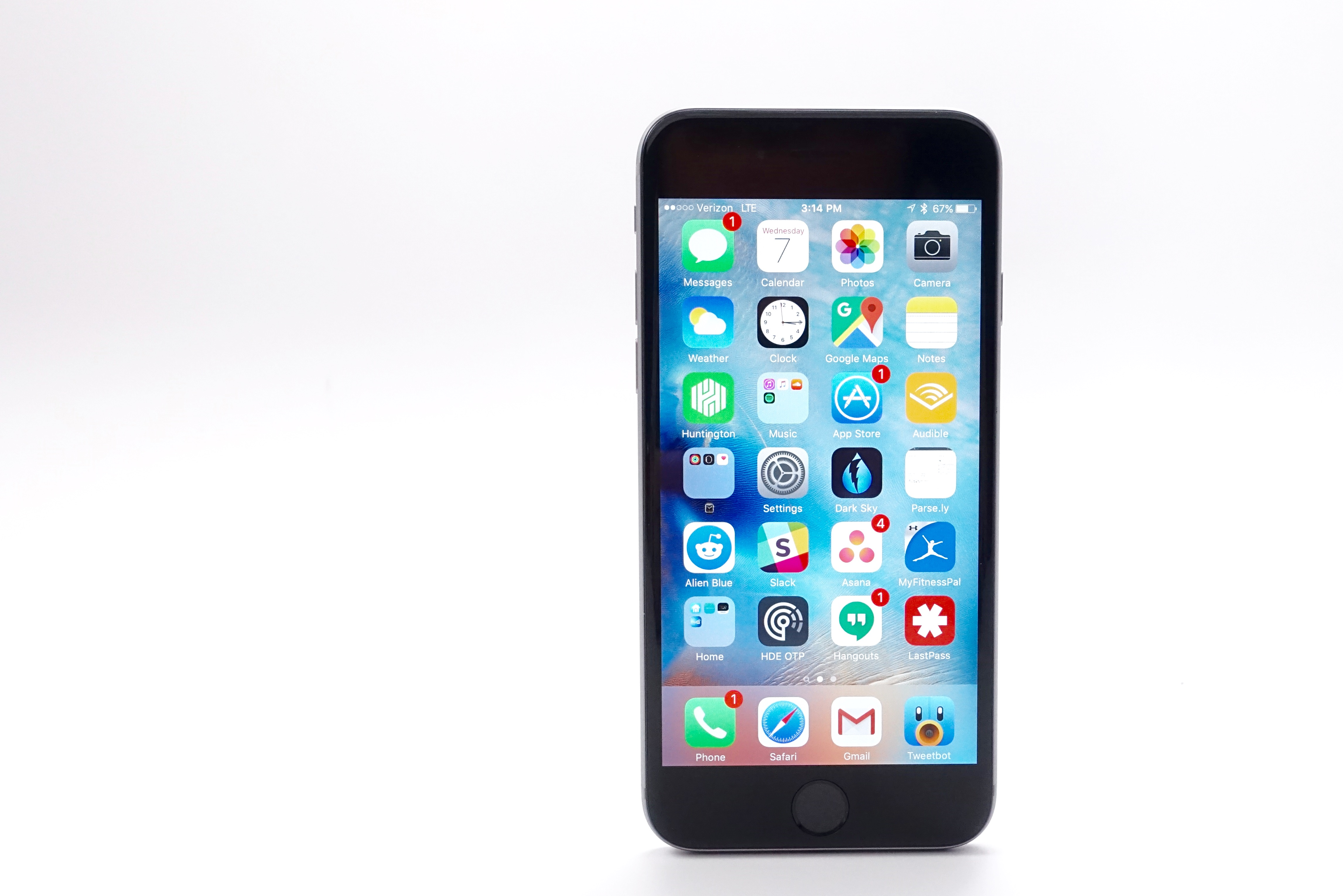 Here are the best iPhone apps to download in 2016.