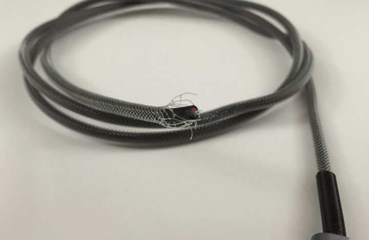 mos-spring-iphone-cable-2