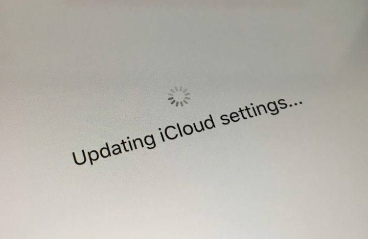 """The iPhone 7 is stuck on """"Updating iCloud settings..."""" for some users."""