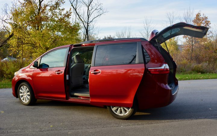 2017-toyota-sienna-review-4