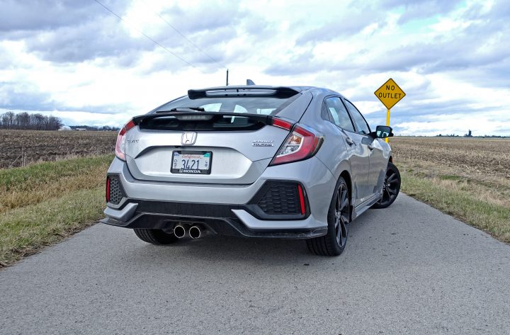 We love the aggressive, sporty design of the 2017 Honda Civic Hatchback Sport Touring.