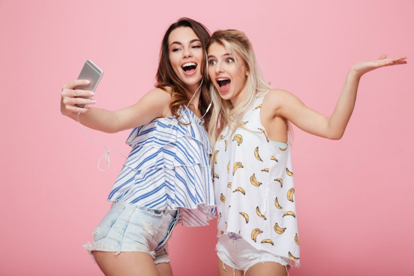 The best selfie apps help you look better, get more likes and take better pictures.