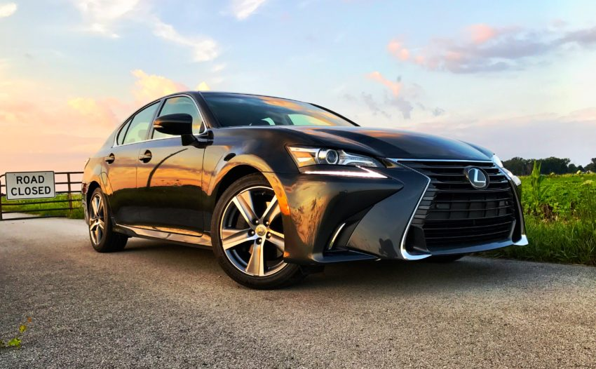 The 2017 Lexus GS 200t looks very nice inside and out.