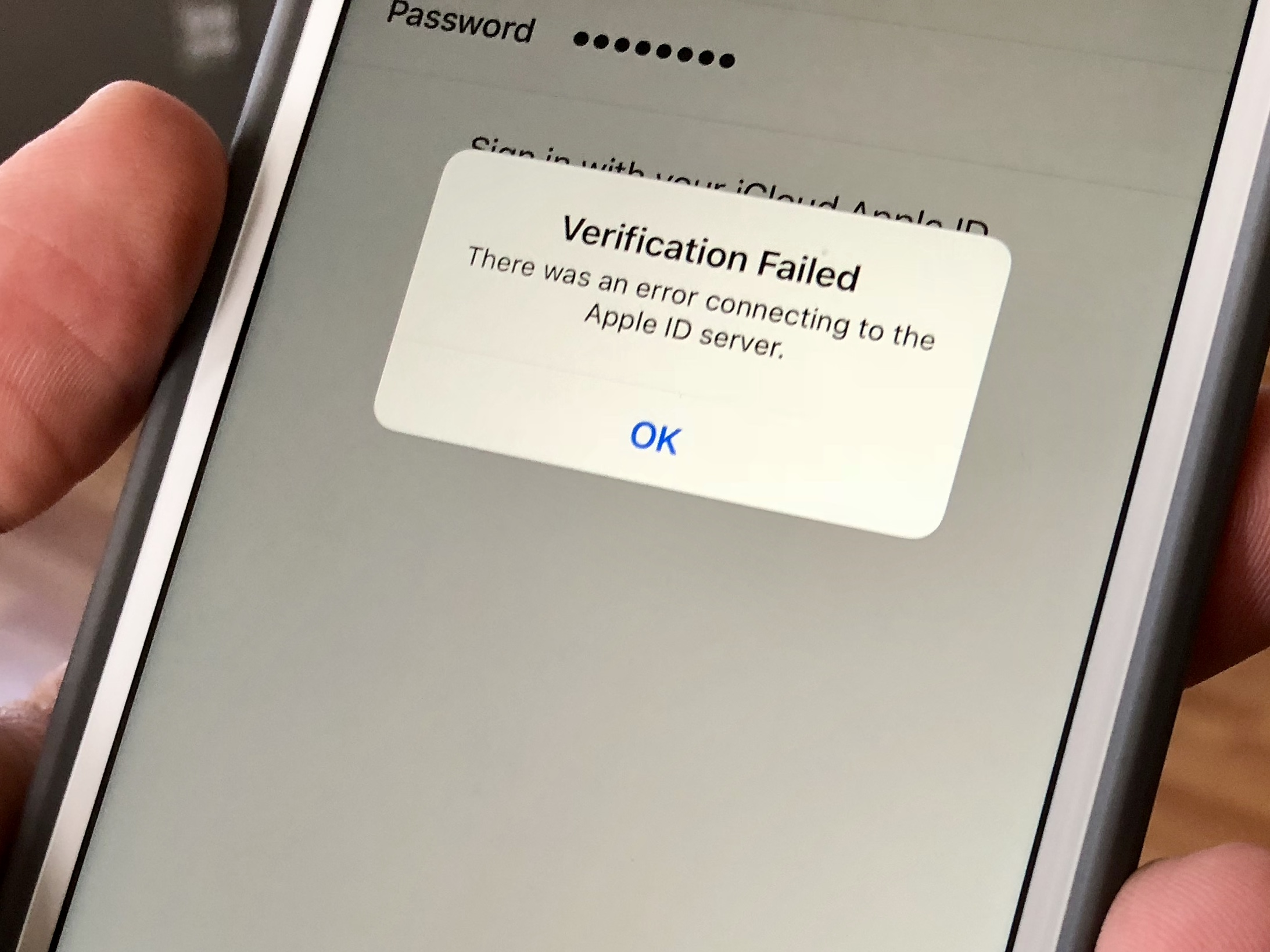 How to fix the annoying Apple ID Server error on iPhone or iPad.