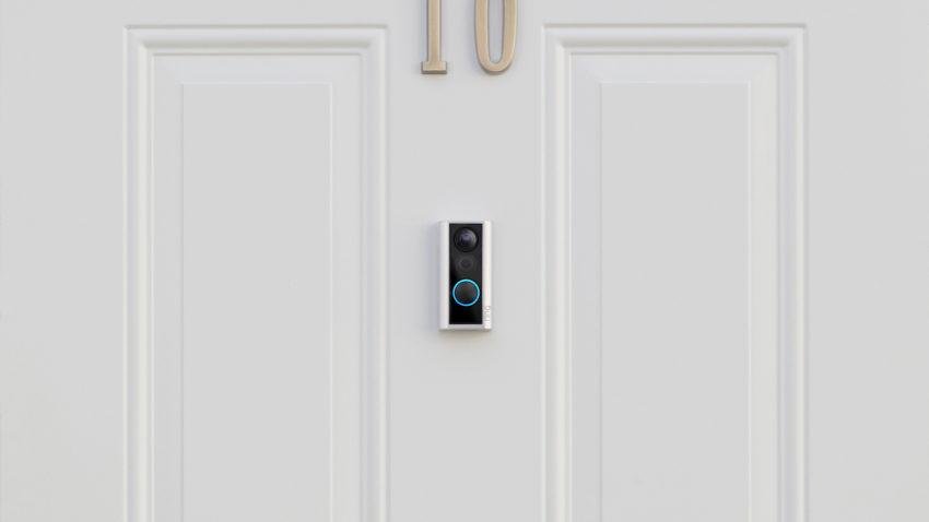 La Ring Door View Cam reemplaza su visor de puerta con una cámara inteligente.