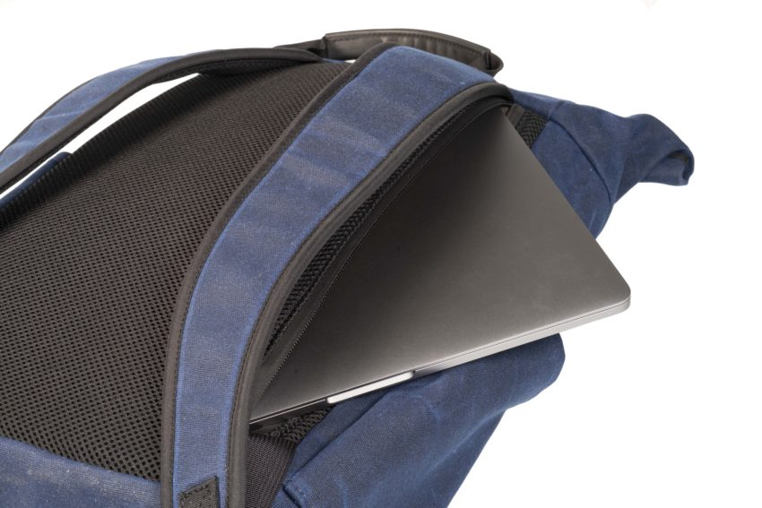 Easy access to your laptop without opening the top of the bag.