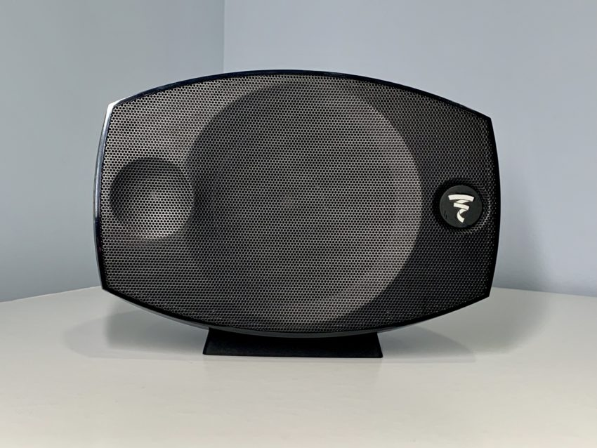 The center and the rear satellite speakers are the same.